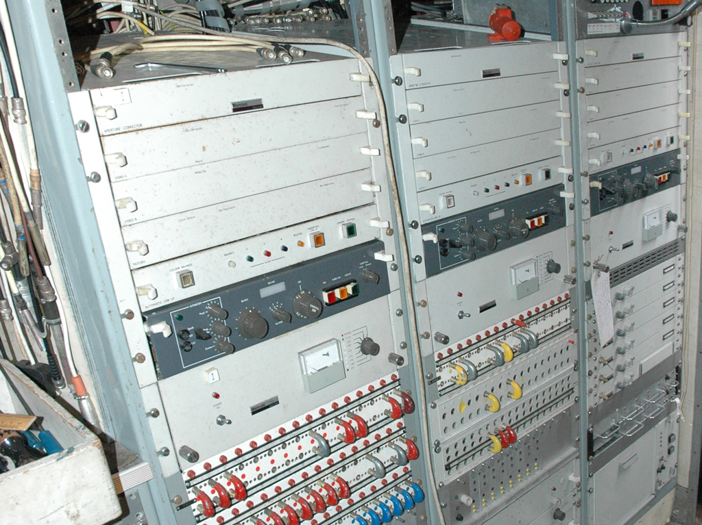 MCR21 colour equipment bays